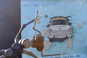 Železní mravenci prospektoři se orosili, když se na obzoru objevil plastový TRABANT